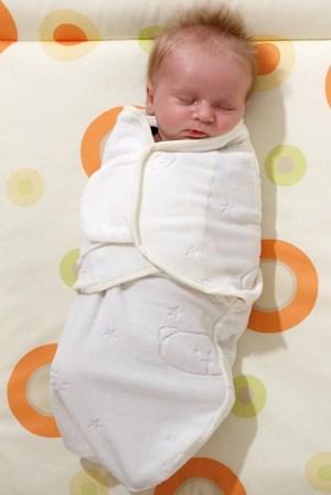so fühlt Baby sich geborgen - im Wickeltuch von Alvi