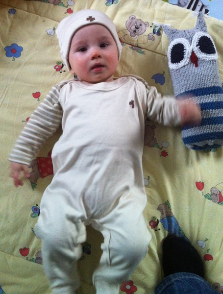 Len - bereit für seine Taufe - im Glücksklee Outfit von Lotties - alles natürlich farbig gewachsene Baumwolle